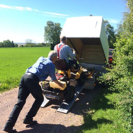 gräsklipparn på vagnen