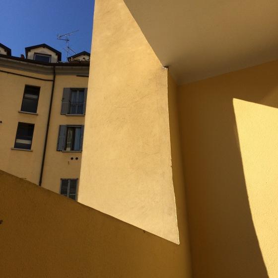 gul fasad, Milano