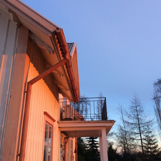 morgonsol på huset