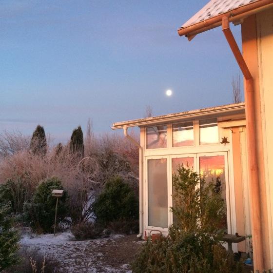 morgon med fullmåne