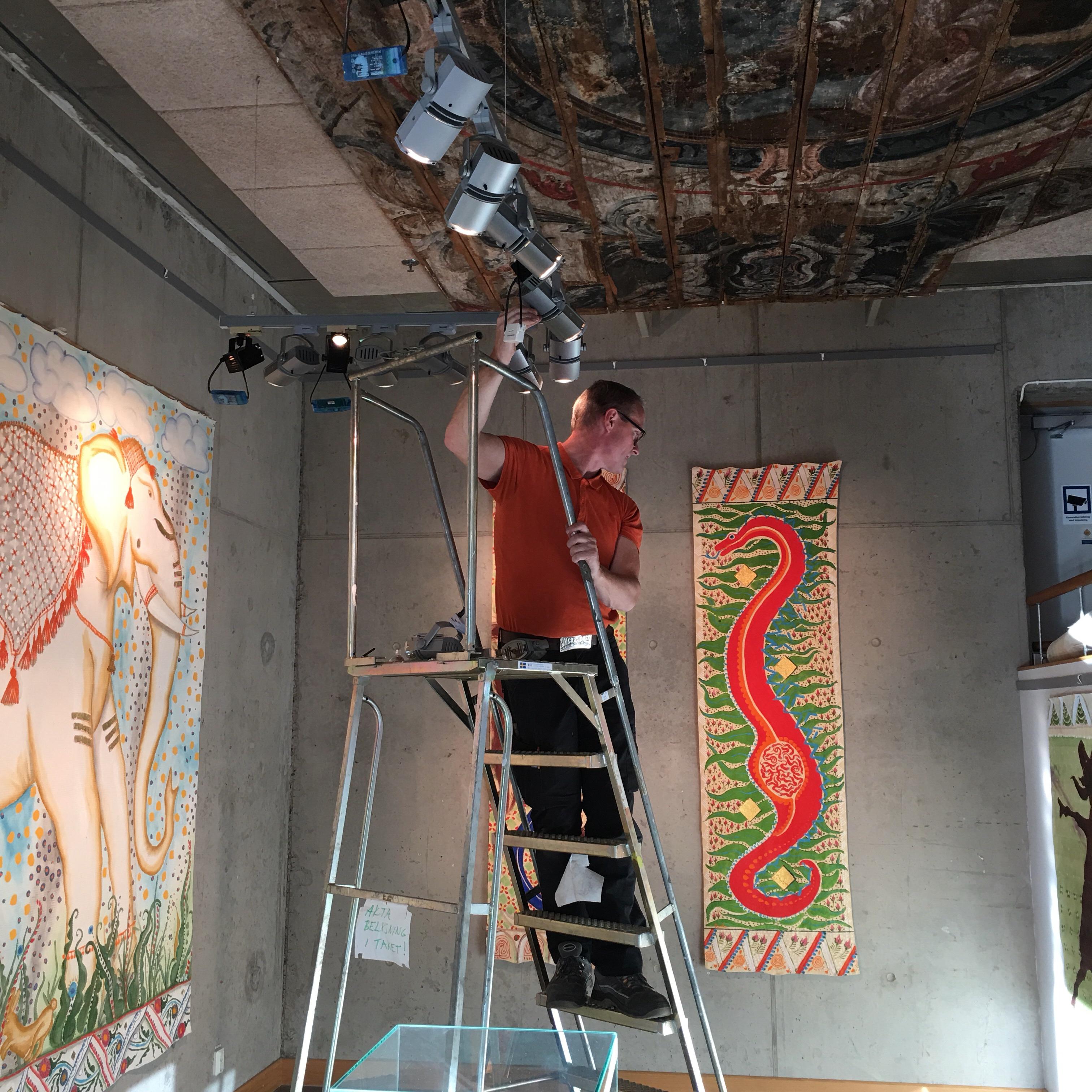 Ljusjustering, utställning