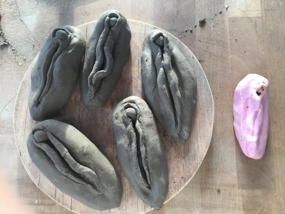 Vaginas i keramik, av Ganga
