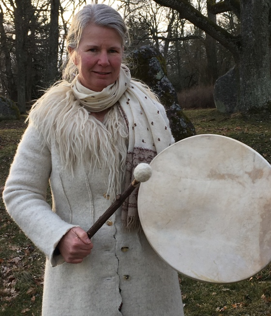 Pernilla trummar