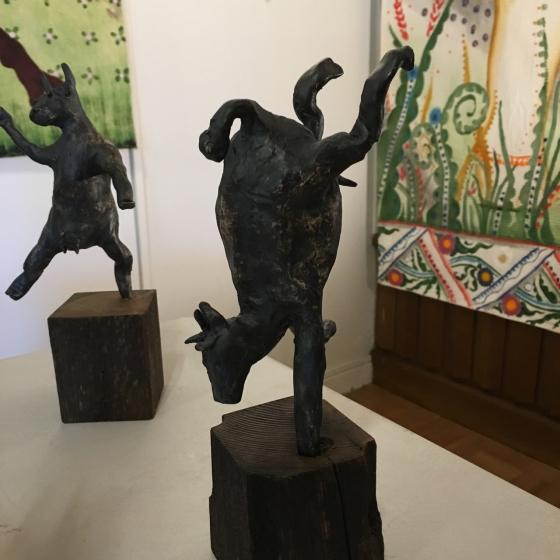 Dansande ko, skulptur