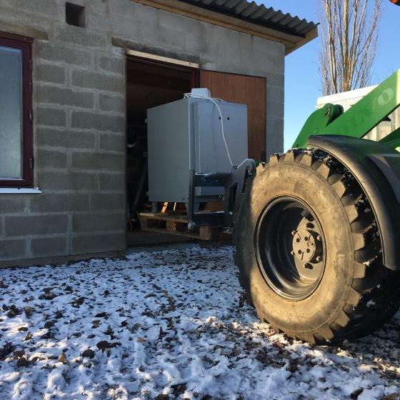 traktor, in genom dörr