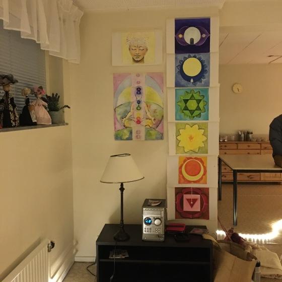 chakra-väggen i yogasalen